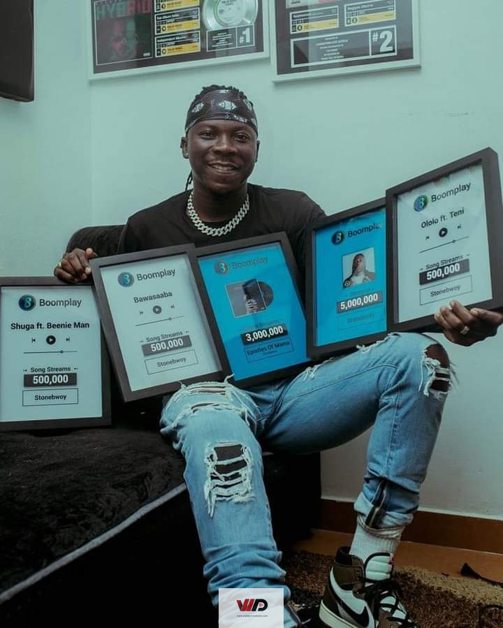 Photo of VIDEO: Stonebwoy Displays His Boomplay Plaques